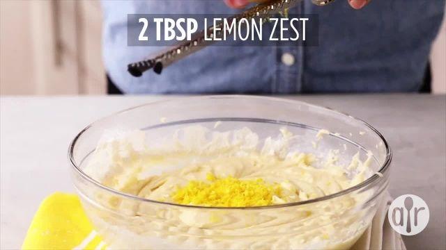 طرز تهیه کیک لیمویی با زغال اخته برای عصرانه
