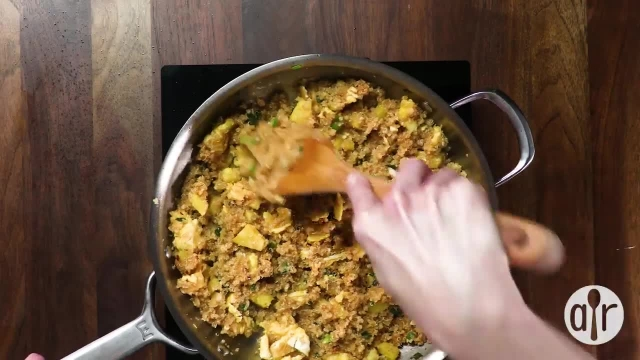 طرز تهیه خوراک اناناس سرخ شده بسیار خوشمزه