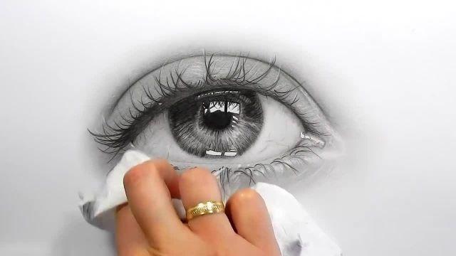 طراحی و سایه زدن چشم اشک الود با مداد گرافیتی