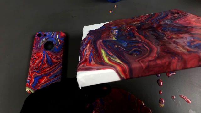 رنگ کردن قاب گوشی با تکنیک ریختن رنگ اکرلیک