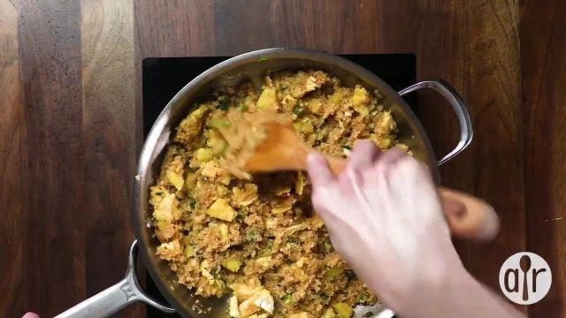 طرز تهیه کینوا با اناناس سرخ شده برای یک شام خوشمزه