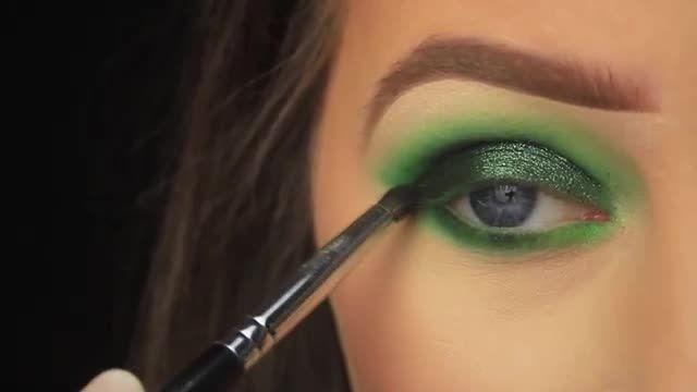 آموزش آرایش و سایه چشم - میکاپ سبز دودی چشم ها با تزیین براق و خاص