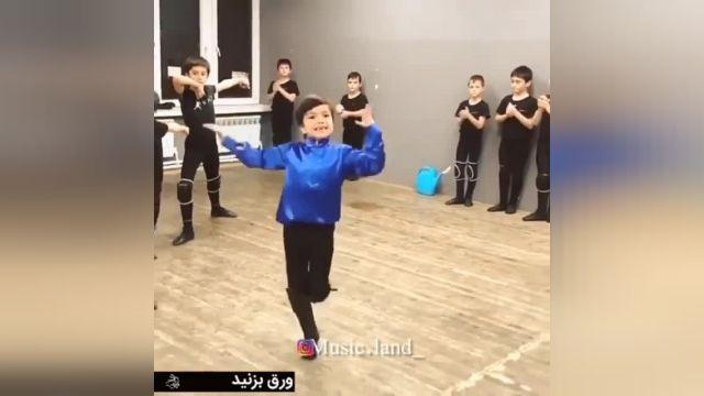 کلیپ بسیار دیدنی از رقص آذری پسرانه بسیار زیبا و حرفه ای !