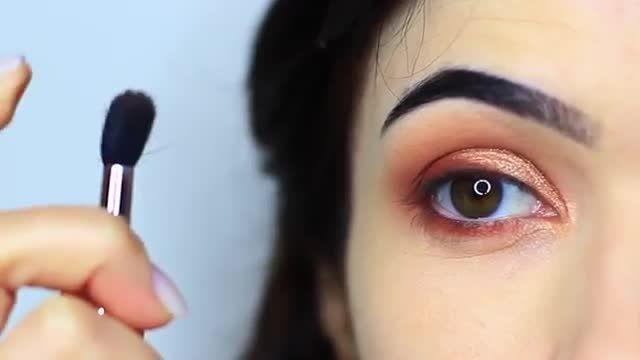 آموزش آرایش و میکاپ چشم - چطور با ترکیب رنگ براق و مات سایه چشم طراحی کنیم؟