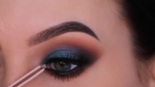 آموزش آرایش و سایه چشم - سایه چشم با طرح آبی کبود و هاله دودی