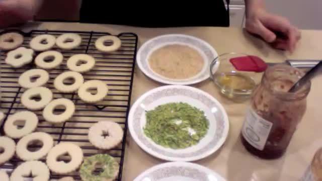 فیلم آموزش طرز تهیه شیرینی مربایی بسیار خوش طعم و مجلسی مخصوص عید نوروز !