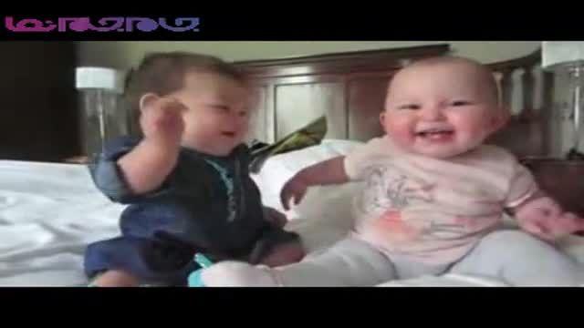 کلیپ بسیار جذاب از گفتگوی دو نوزاد بامزه !