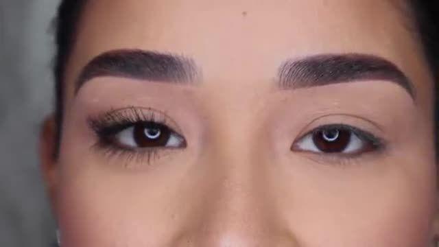 آموزش آرایش چشم - چطور با ریمل زدن چشم ها مژه هایی پرپشت و جذاب داشته باشیم؟