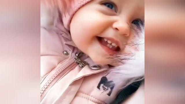 کلیپ بسیار زیبا و دیدنی از دختر بچه بامزه چشم رنگی !