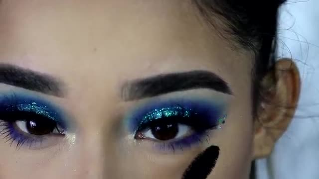 آموزش سایه و میکاپ چشم - سایه چشم مناسب تولد با تم فروزن و طرح آبی اکلیلی براق