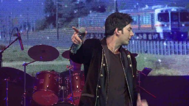 اجرای کنسرت دونه دونه با صدای فرزاد فرزین