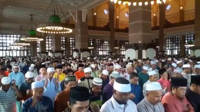 برگزاری نماز عید فطر  مسجد پوتراجایا مالزی 1396