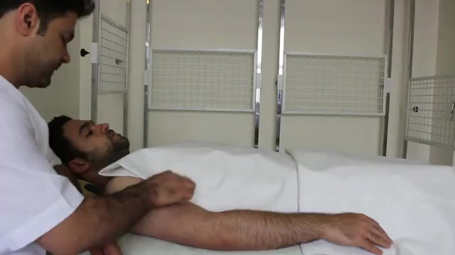 درمان درد بازوی نوازندگان در فیزیوتراپی آرامش سعادت آباد اولین مرکز تخصصی درای نیدلینگ ایران
