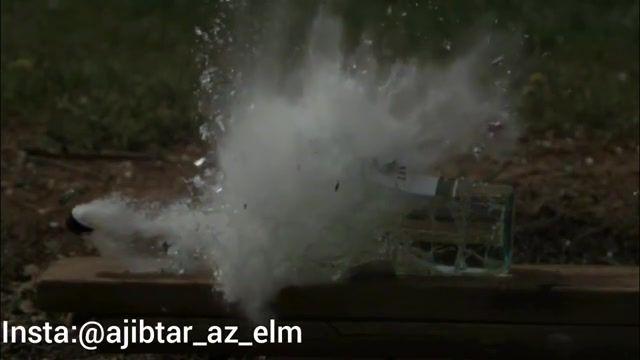 شلیک گلوله به بطری پر از آب به صورت اسلوموشن