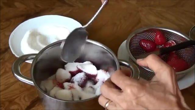 مربای توت فرنگی Strawberry Jam | Morabba Tootfarangi