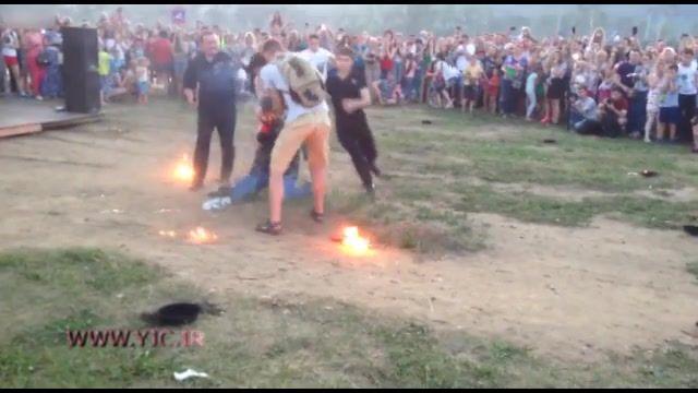 حادثه آتش سوزی هنگام اجرای حرکتهای نمایشی با آتش