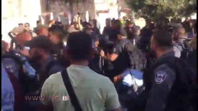 حمله وحشیانه نظامیان صهیونیست به بانوان نمازگزاران فلسطینی در مسجدالاقصی