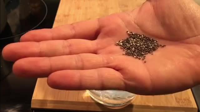 How To Make Chia Seeds Drink - آموزش درست کردن تخم شربتی