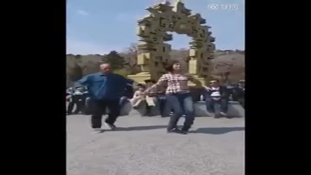 رقص زیبای پدربزرگ و نوه
