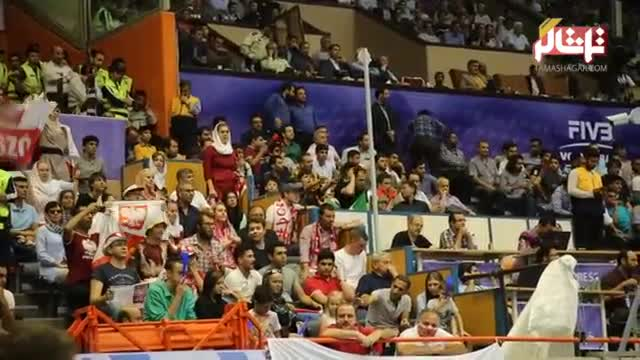 تماشاگر // حضور بانوان ایرانی و لهستانی در سالن 12هزار نفری آزادی