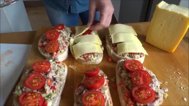 طرز تهیه ساندویچ تن ماهی  در خانه
