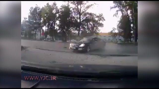 تصادف وحشتناک خودروی سواری و موتورسیکلت به زندگی موتورسوار پایان داد