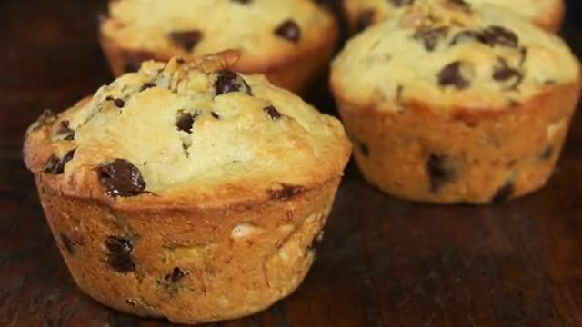 این مافین ها از لذیذترین شیرینی هایی هستند که تا به حال خوردید/ آموزش تهیه مافین موز و شکلات