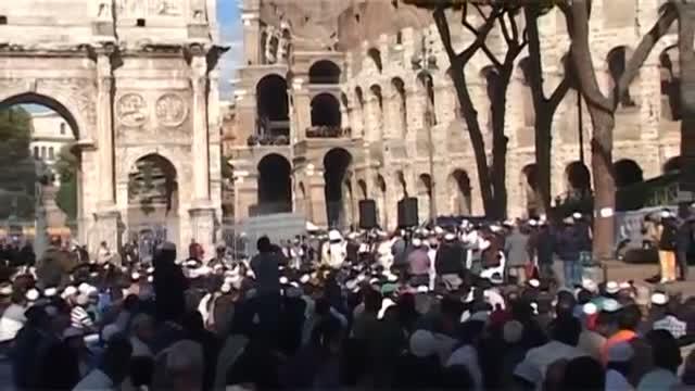 ندای الله اکبر و اذان در بزرگترین بنای امپراتوری رم باستان طنین انداز شد