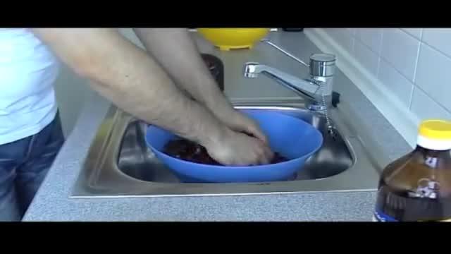 رنگ کردن تخم مرغ برای سفره هفت سین به روش سنتی