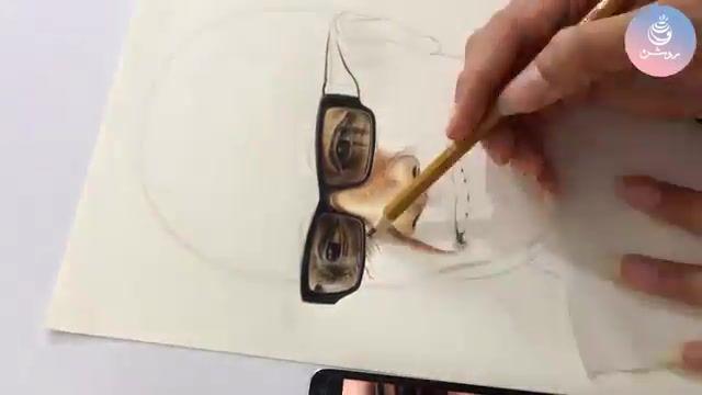 طراحی چهره استاد کیارستمیبا تکنیک مداد رنگی