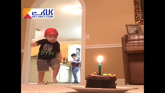 کلیپی جالب از کودکی بامزه با روش خاصش برای خاموش کردن شمع کیک تولد!!