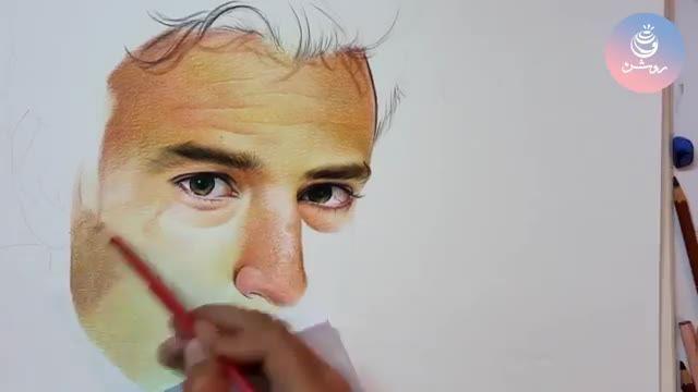 سفارش نقاشی چهره با مداد رنگی - گروه طراحی روشن