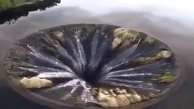 این چاله آب بخشی از یک سد برقآبی در کاویو دوکانچوس کشور پرتغال است.