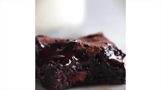 دستور پخت بی نظیر کیک شکلاتی مملو از شکلات