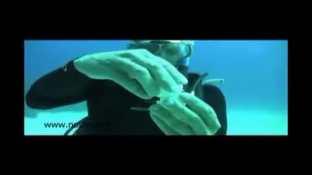 فیلم جالب شکسته شدن تخم مرغ زیر آب