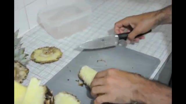 روش آسان و سریع پوست کندن و قاچ کردن آناناس - How To Peel and Cut Pineapple fast and easy