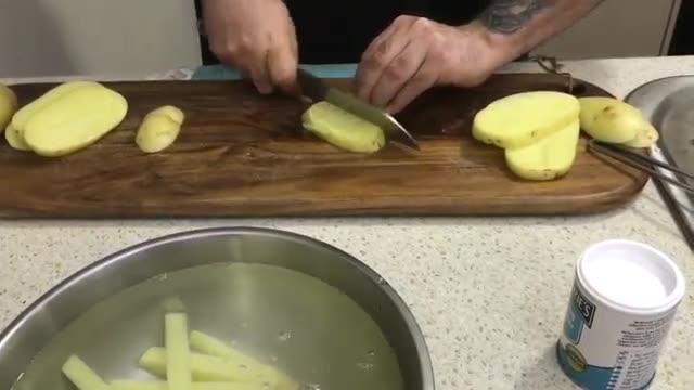 طرز تهیه سیب زمینی ترد و خوشمزه     Best ever deep fried chips