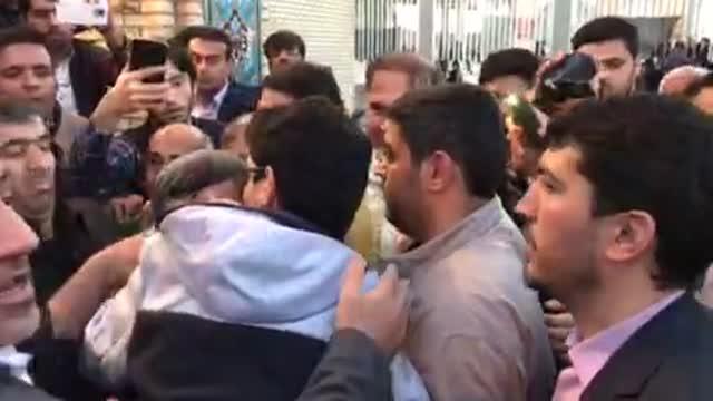 ابراز محبت زایران امام زاده عبدالمهیمن بوشهر به دکتر احمدی نژاد 7 دی 96