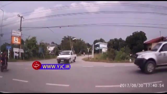 تصادف وحشتناک دو موتورسیکلت با سرعت سرسام آور