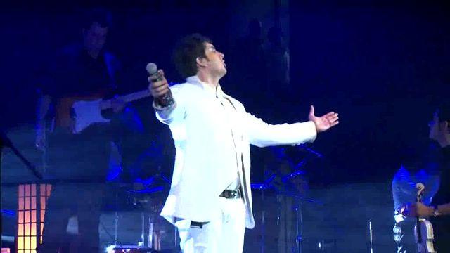 اجرای کنسرت آهنگ بچه با صدای فرزاد فرزین
