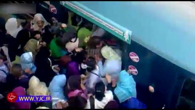 هجوم بیش از اندازه مسافران به قطار مترو - 10 برابر بیشتر از ظرفیت !