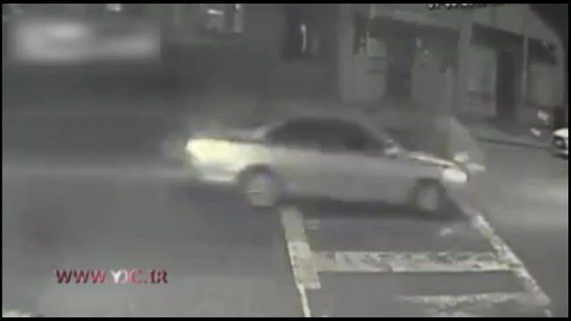رانندگی جنون آمیز و زیر گرفتن عمدی یک زن و دو بچه