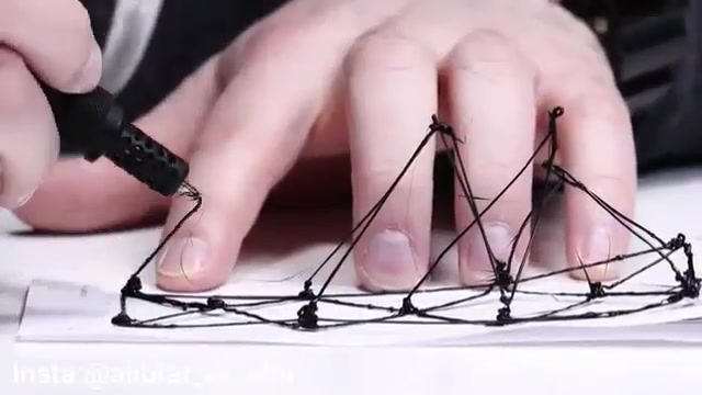 نقاشی کردن سه بعدی روی هوا با استفاده از قلم های سه بعدی