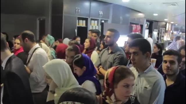 دیدار هواداران با نوید محمدزاده در حاشیه اکران خصوصی فیلم لانتوری