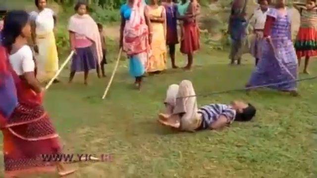 مجازات یک متجاوز به کودکان در ملاء عام