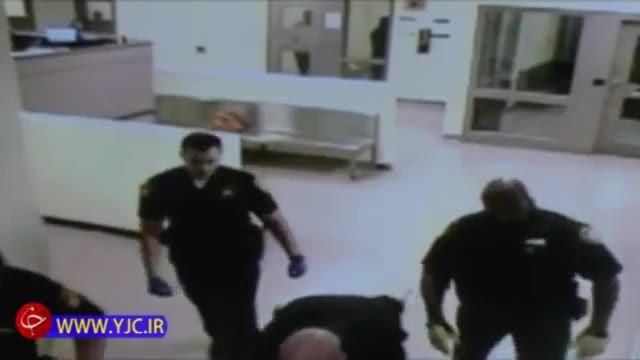اخراج دو مامور پلیس برای بدرفتاری با زندانی در حین انتقال