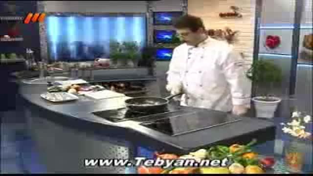 خوراک ماهی با سس انار و سبزیجات
