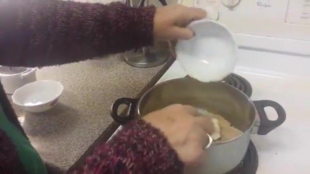 طرز تهیه حلوا با شیره ی خرما