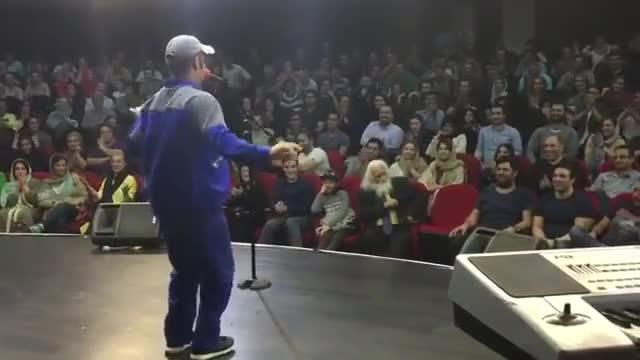 اکبر اقبالی رقص با اهنگ نانسی اجرم