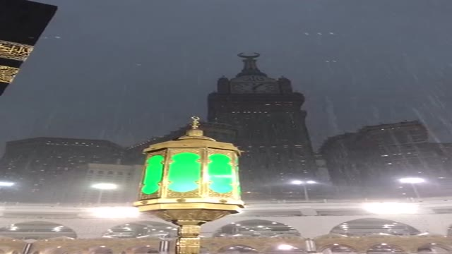 لذت بارش رحمت الهی باران در خانه خدا